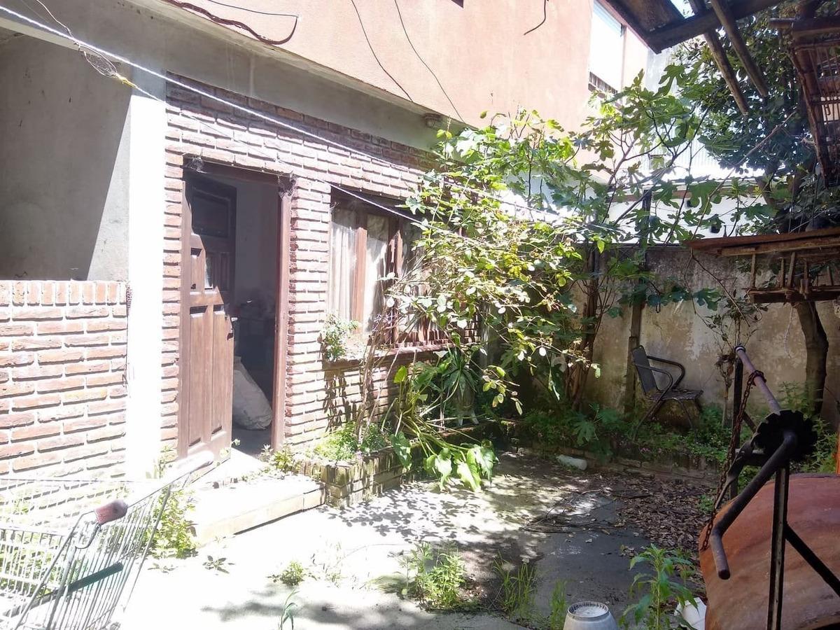 latorre prop. vende 3 viviendas en block - zona 12 de octubre y alcorta para refaccionar