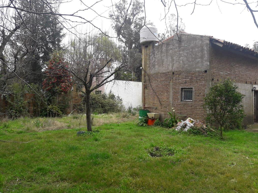 latorre prop. vende casa a terminar sobre 3 lotes total 2406 m2 - zona club independiente