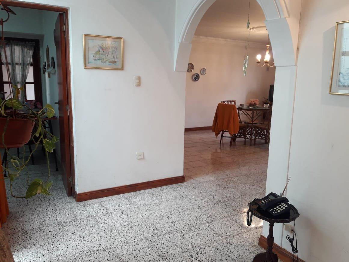 latorre prop. vende casa de 3 amb con garage y patio -
