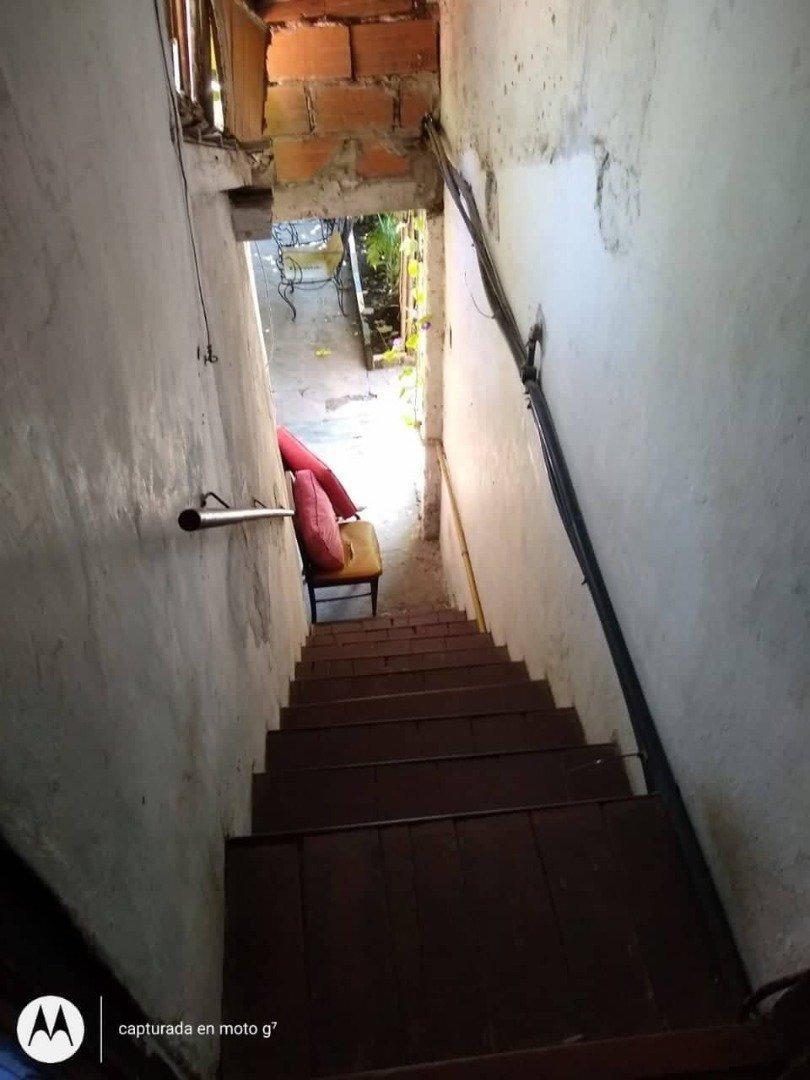 latorre prop. vende chalet de 3 amb + depto - barrio alto camet