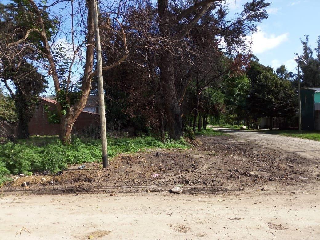 latorre prop. vende lote en esquina en barrio las dalias - escriturado