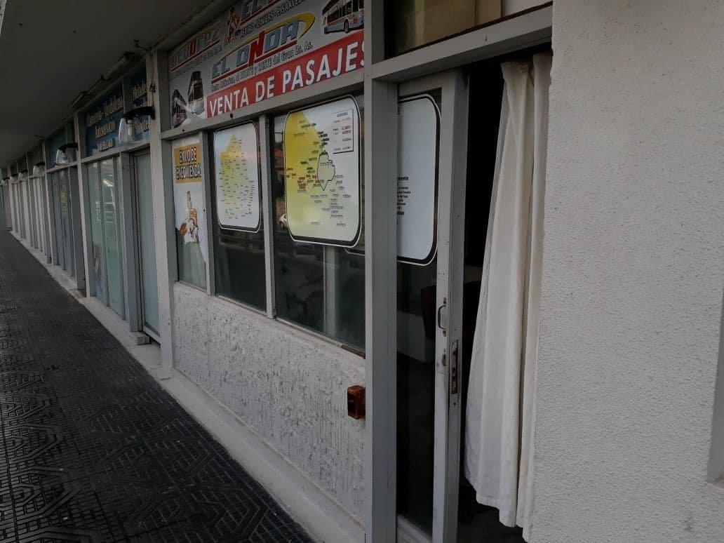 latorre prop vende o permuta por departamento local apto para la vivienda a frente al mar