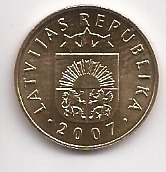 latvia moneda de 5 santimi año 2007 sin circular  !!