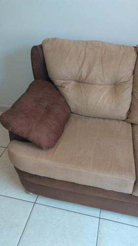lava sofa em casa e impermeabiliza.