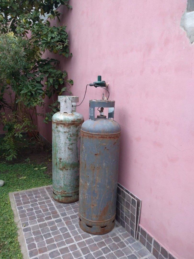 lavadero 1047, entre bedoya y edison, isidro casanova
