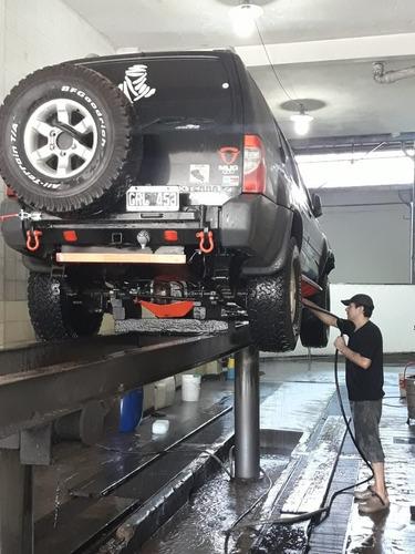 lavado  chasis  auto, bajo motor, con   vapor