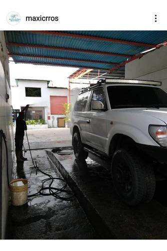 lavado y engrase de autos y camiones