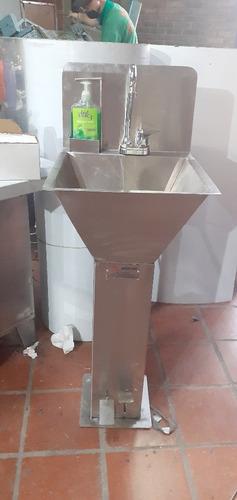 lavamanos de pedal en acero quirúrgico
