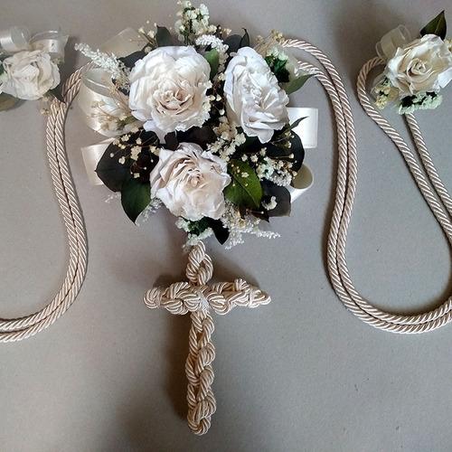 lazo de boda rosas rehidratadas con cruz