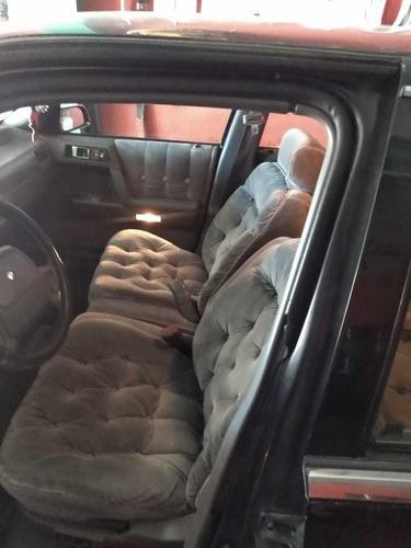 lebaron tipo sedan 4 puertas