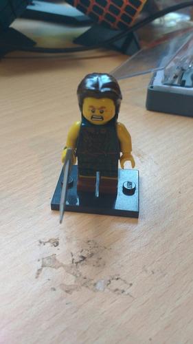 lego minifigura barbaro