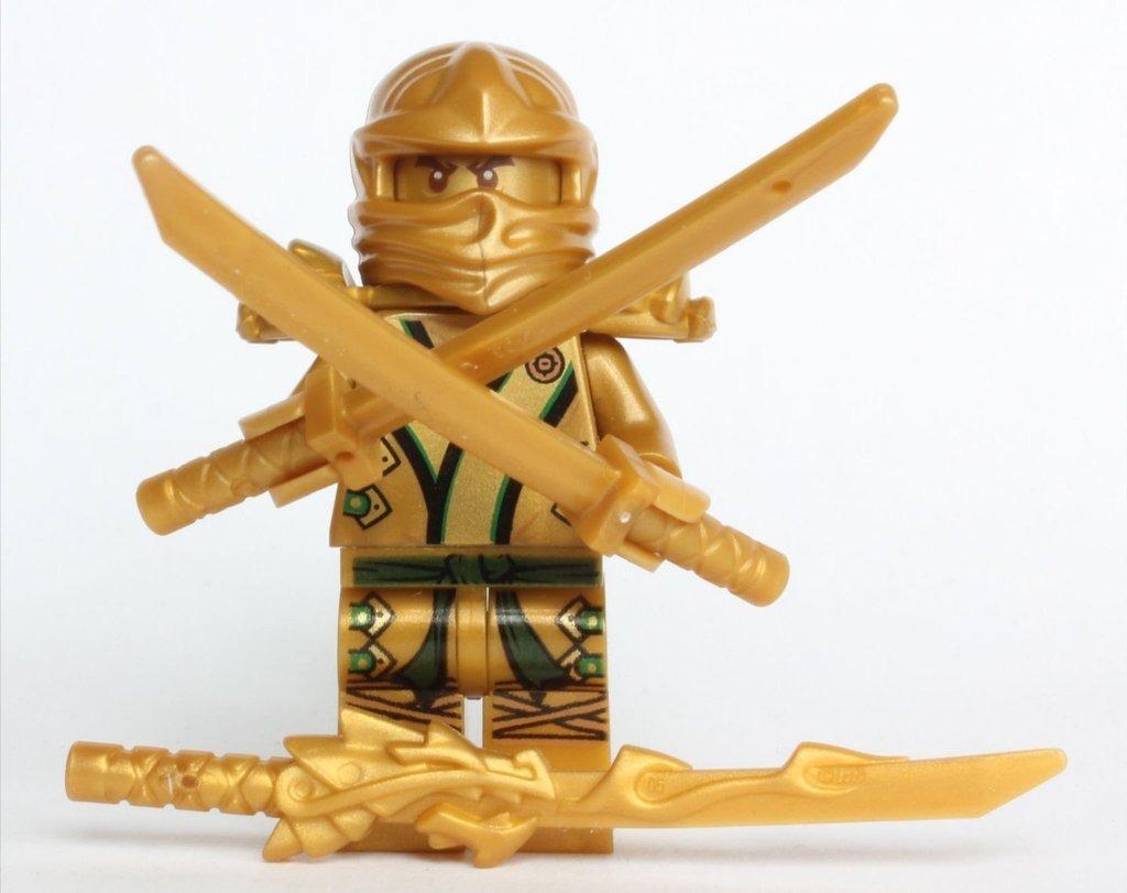 Lego ninjago ninja dorado con 3 armas en - Lego ninjago ninja ...