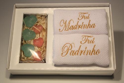 lembrança padrinhos caixa c/2 toalhas bordadas e sabonetes