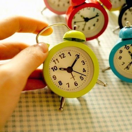 lembrancinha alice no pais das maravilhas relógio   - a-11