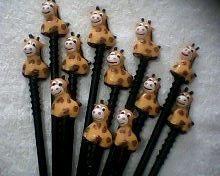 lembrancinhas 10 ponteira de lápis safari  girafa  biscuit