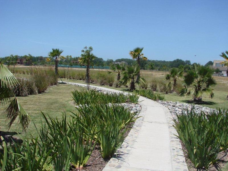 lencke vende - albanueva-excelente lote al rio con amarra, frente de 28 mts.