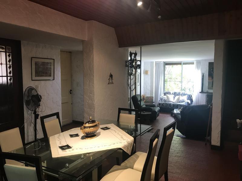 lencke vende - excelente casa en muy buena zona, toma depto en p/pago