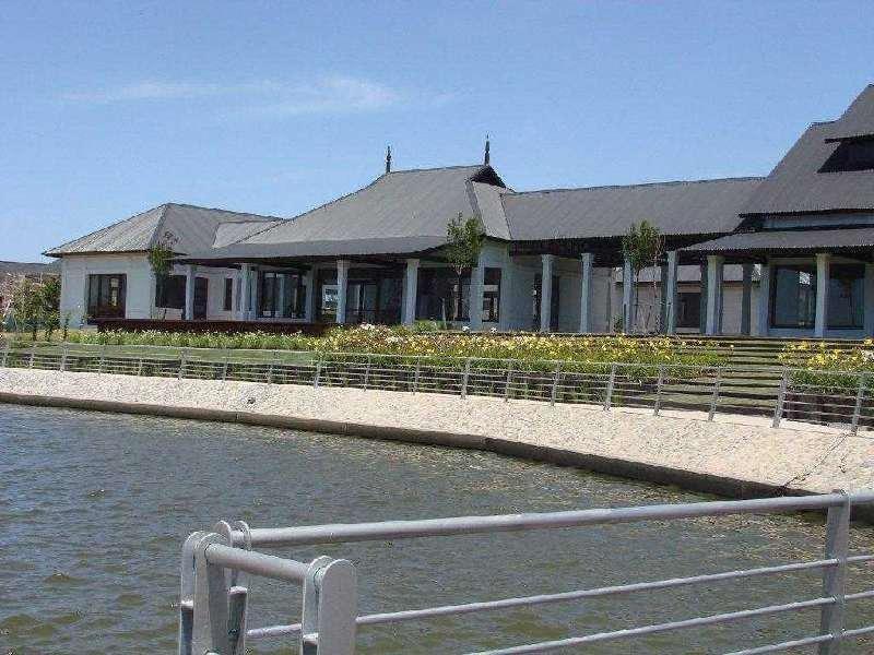 lencke vende - excelente lote doble al canal principal de albanueva, unico por su superficie