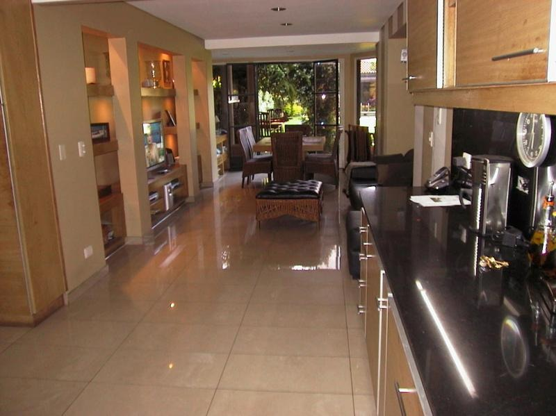 lencke vende - excelente residencia en el centro de san isidro.