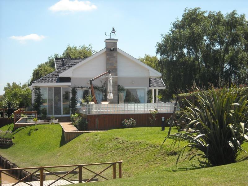 lencke vende - lindisima casa en country isla del este,  muy buena oportunidad por su valor