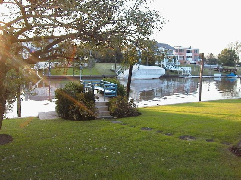 lencke vende - unico lote con doble frente al rio en country nautico bahia del sol