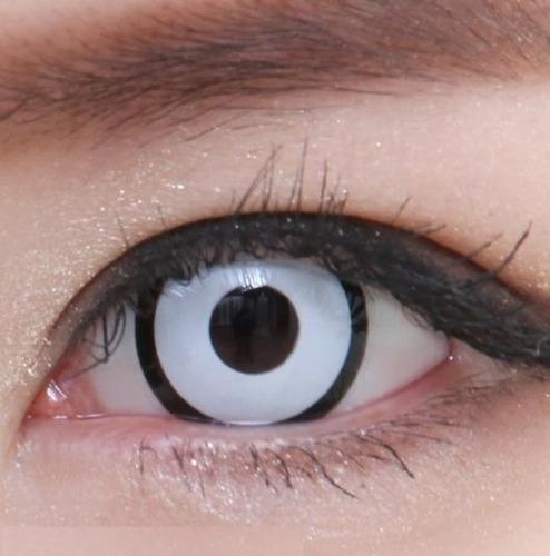 lentes de contacto blancos con borde negro manson