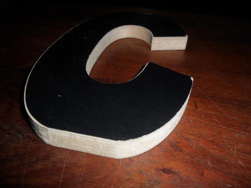 letra c negra calada formica melamina madera diseño