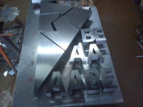 letras  corporeas de acero inoxidable