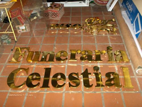 letras corporeas en bronce, acero inoxidable y metal