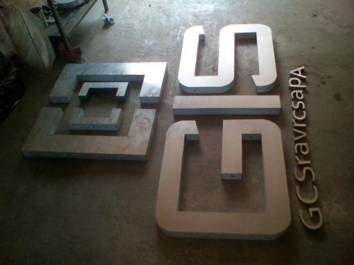 letras corporeas en metal, acero inoxidable y bronce