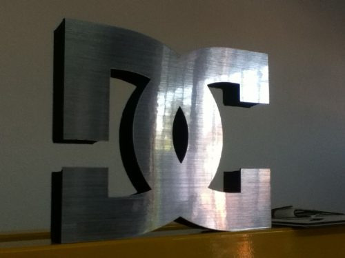 letras corporeas en polyfan chapa acero