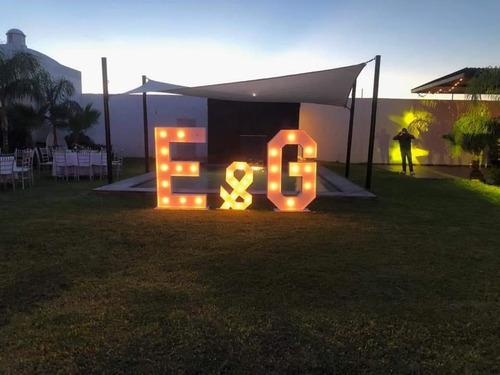 letras gigantes de un metro con luz
