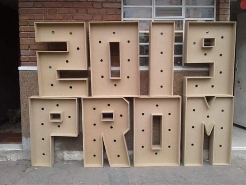 letras gigantes iluminadas