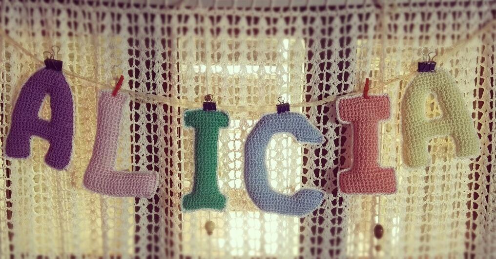Letras Tejidas A Crochet Colgante Guirnalda Nombres - Alicia - $ 300 ...