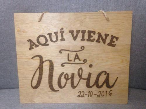 letrero de madera aqui viene la novia con pirograbado!!