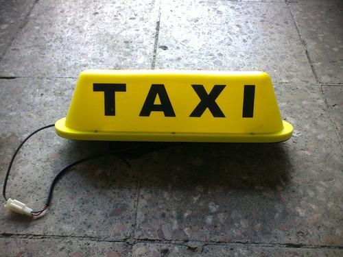 letrero de taxi con luz  y con iman sobreruedas