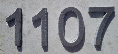 letrero dirección de casa basalto incrustado en marmol