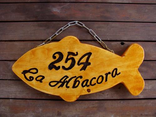 letreros de madera con formas