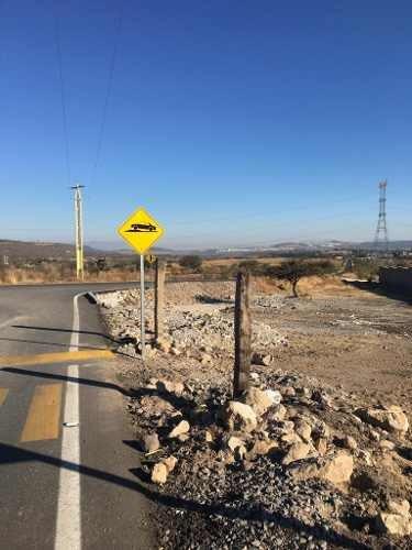 lgv/terreno a bordo de carretera con màs de 100 mts de frente 2,000 mts2