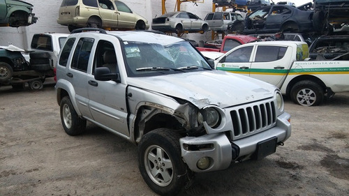 liberty 2002 accidentada...........yonkes