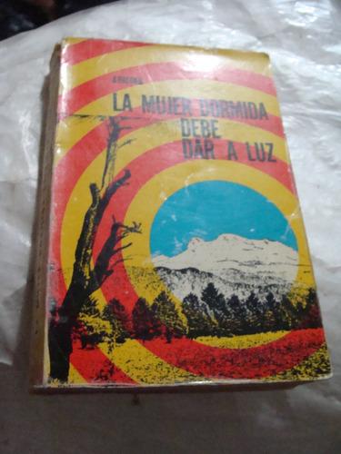libro la mujer dormida debe dar a luz  ,  332 paginas , año