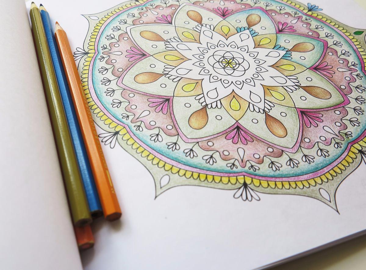 Libro Para Colorear Pintar Mandalas Círculos Mágicos - $ 200,00 en ...