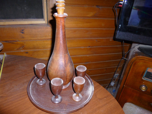 licorera antigua con 4 copitas