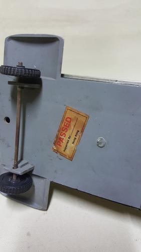 licorera antigua metalica de avion made in hong kong