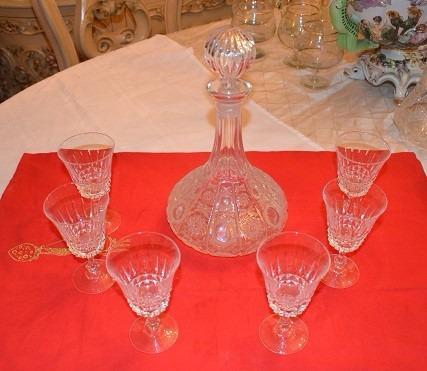 licorera de cristal con 6 copas checo