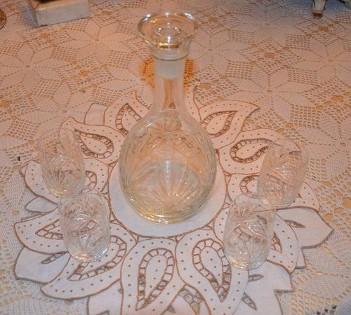 licorera de cristal con extraordinario y único diseño