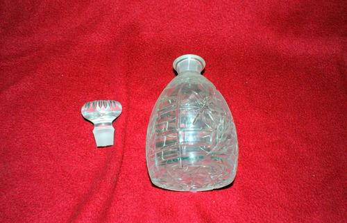 licorera pequeña  de cristal cortado