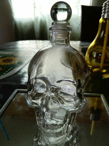 licoreras de cristal en forma de calavera