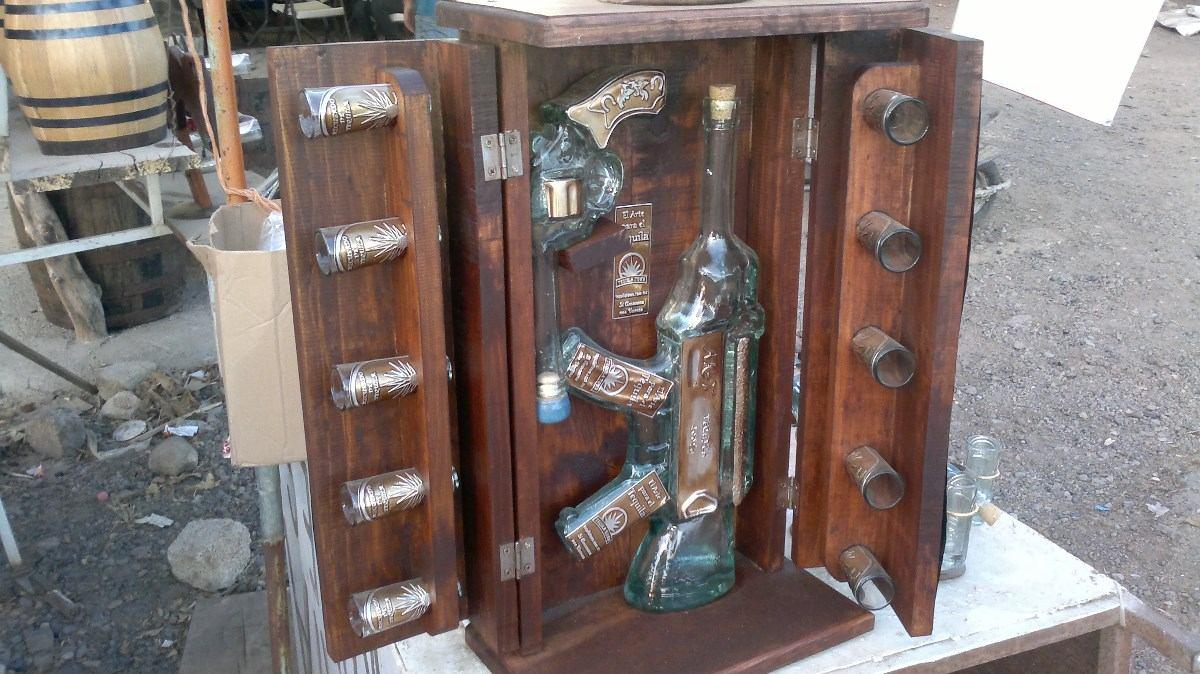 Licoreras de vidrio pistolas y metralletas artes barriles for Bar de madera y fierro