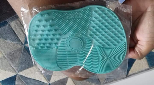 limpa pinceis e esponjas de maquiagem